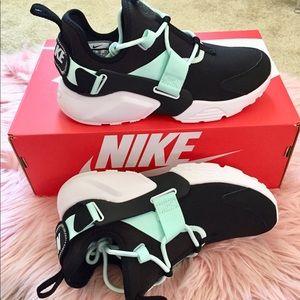New Nike Women's Air Huarache City Low